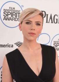 Scarlett-Johansson_-2015-Film-Independent-Spirit-Awards--07-300x420