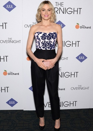 the overnight new york premiere get the look taylor schilling