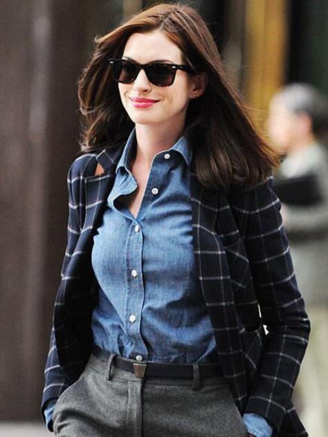 anne hathaway the intern denim shirt wide leg trousers navy blue blazer